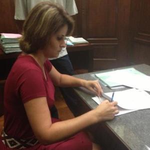 Prefeita Milena Bargieri durante a assinatura do Convênio.
