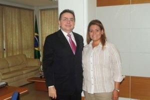 Ana Preto e o ministro dos portos Leônidas Cristino (foto Marcos Costa)