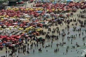 Tomar banho de mar que apresenta água imprópria pode sofrer alergias, micoses, doenças do aparelho digestivo e outros males