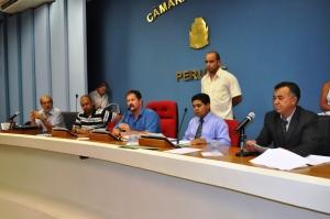 Mesa da Câmara de Peruíbe em sua primeira sessão de 2013