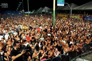 Doze atrações musicais vão se apresentar no palco montado na Avenida Jaime de Castro, na entrada da Cidade (Foto: Divulgação)
