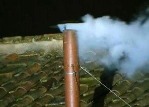 Fumaça branca da chaminé indicou que novo Papa havia sido escolhido. (Foto: ER)
