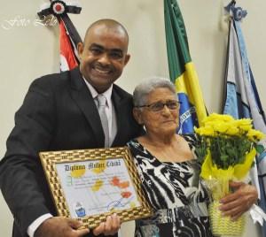 Nilsão presta homenagem à Dona Hermelinda Martins Raimundo (Foto: ER/ Lelo)